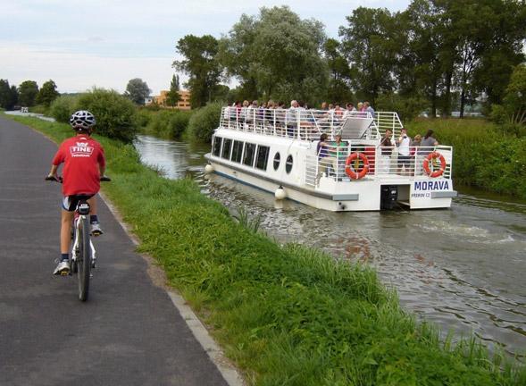 8d49f592cddcd Pouze u Kvasic, Bělova a Pahrbku u Napajedel musí cyklisté překonat kratší  úsek po málo frekventované silnici, tyto úseky však budou převedeny na ...