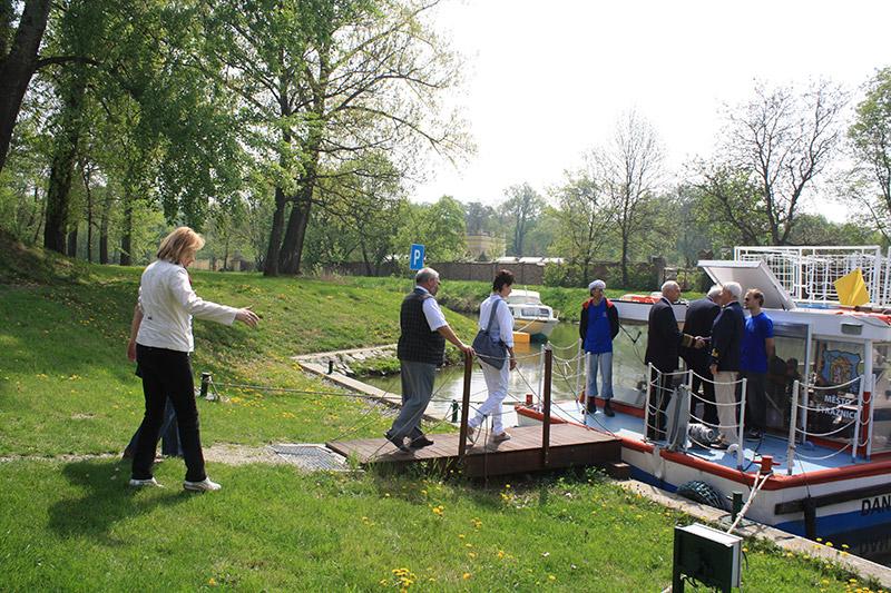 Odemykání Baťova kanálu ve Veselí nad Moravou  12345678