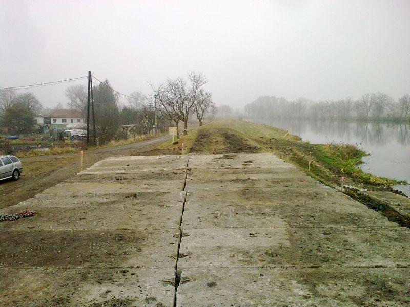 Stavba přístaviště Spytihněv  1234567891011121314